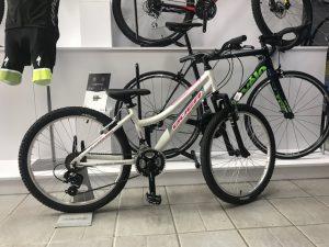 bicicleta niña blanca.
