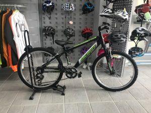 bicicleta niño negra y verde lima